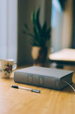 Bible Study Wallpaper Background Bible Study Bible 3840x5760 Download Hd Wallpaper Wallpapertip