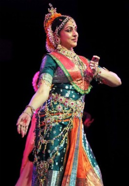 Hema Malini Classical Dance 450x643 Download Hd Wallpaper Wallpapertip