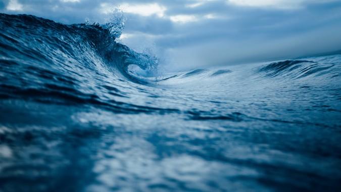 5287732 Ocean Waves 4k 3992x2242 Download Hd Wallpaper Wallpapertip