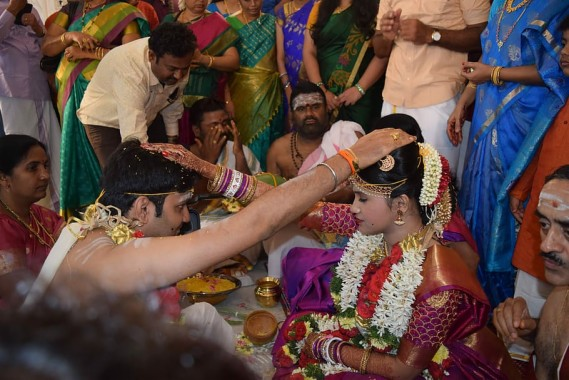 Indian Wedding Couple Wallpaper Hd 910x607 Download Hd Wallpaper Wallpapertip