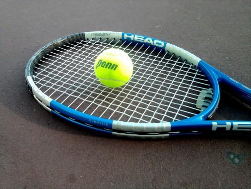 Broken Tennis Racket 1024x768 Download Hd Wallpaper Wallpapertip