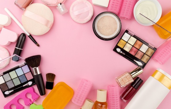 Photo Wallpaper Lipstick Shadows Brush Pink Background Beauty Cosmetics 1332x850 Download Hd Wallpaper Wallpapertip